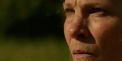 """Мамаша монстра в первом отрывке из фильма """"Техасская резня бензопилой: Кожаное лицо"""""""