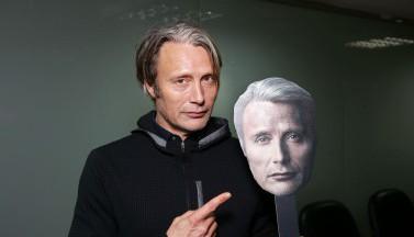 """Еще больше Миккельсена в фото и видео с премьеры фильма """"Затерянные во льдах"""""""